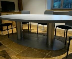 Table repas ovale sur piètment inox